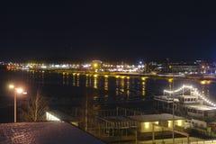 Швеция, LuleÃ¥ на ноче, взгляде над Luleälven Стоковое Изображение RF