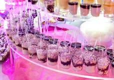 Шведский стол десертов во время свадьбы Стоковые Изображения