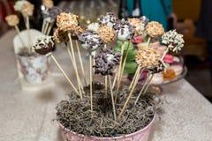 Шведский стол конфеты и таблица пустыни Стоковые Фото