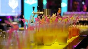 Шведский стол с коктеилями в баре акции видеоматериалы