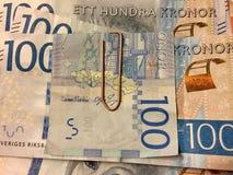 Шведский язык 100 банкнот крон с paperclip Стоковые Изображения RF