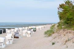 Шезлонги на Балтийском море стоковая фотография rf