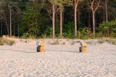 Шезлонги на Балтийском море стоковые фото