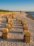 Шезлонги на береге Балтийского моря в Wustrow Стоковые Изображения