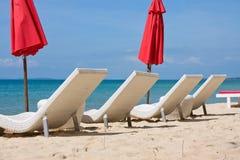 Шезлонги на пляже Стоковое Изображение RF