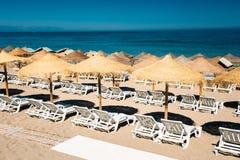 Шезлонги строки Средиземное море Стоковые Фотографии RF