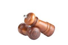 Шейкер перца и соли сделал изолированное ‹â€ ‹â€ из древесины на задней части белизны Стоковые Фотографии RF