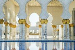 Шейх Zayed Грандиозн Мечеть, Дубай, ОАЭ, люди и мечеть 2015 Стоковая Фотография