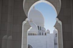 Шейх Zayed Грандиозн Мечеть снаружи Стоковые Изображения RF