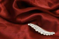 шелк красного цвета ювелирных изделий Стоковая Фотография