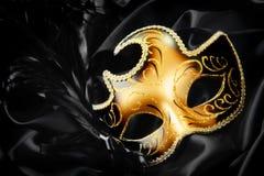 шелк маски масленицы предпосылки черный Стоковая Фотография