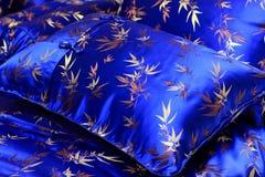 шелк pillowcase подушки стоковые фото