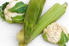 2 шелухи удара зеленых мозоли и цветной капусты 2 стоковое фото rf
