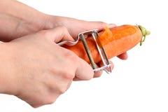 шелушение моркови Стоковые Фото