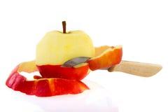 шелушение яблока Стоковая Фотография RF