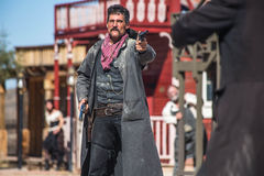 Шериф Duels бандит в городке Стоковые Фотографии RF