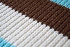 Шерсти Брауна белые и бежевые вязать, предпосылки текстуры стоковые фотографии rf