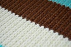 Шерсти Брауна белые и голубые вязать, предпосылки текстуры стоковое фото