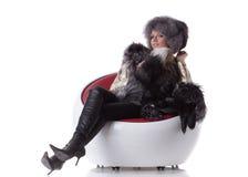 шерсть кресла сидит детеныши женщины Стоковое Фото