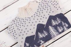 Шерстяной пуловер с крутящей шеей Стоковые Изображения RF