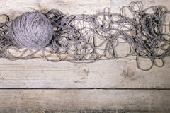 Шерстяные шарик и строки, вязание крючком и вязать, copyspace Стоковое Фото