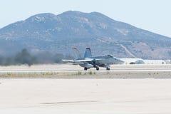 Шершень VMFA-232 морских пехотинцов F/A-18C, красные дьяволы выполняя на Mi Стоковое Изображение