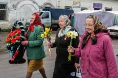 Шествие и класть венков на мемориале к упаденным солдатам в зоне Kaluga России Стоковая Фотография RF