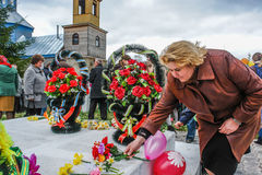Шествие и класть венков на мемориале к упаденным солдатам в зоне Kaluga России Стоковые Изображения RF