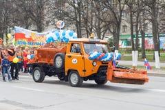 Шествие, парад 1-ое мая 2016 в городе Чебоксар, республики Chuvash, России стоковые фотографии rf