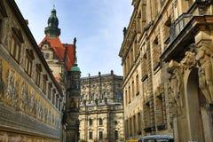 Шествие принцев Furstenzug, старых зданий в центре города Дрездена, Германии стоковая фотография