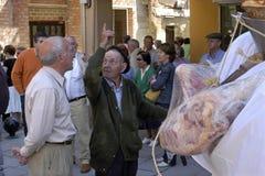 Шествие с верным стариком с сумками мяса Стоковая Фотография RF
