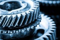 Шестерни, cogwheels grunge, реальный конец-вверх элементов двигателя Тяжелая индустрия Стоковое Фото