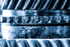 Шестерни, cogwheels grunge, реальный конец-вверх элементов двигателя Тяжелая индустрия Стоковые Фото