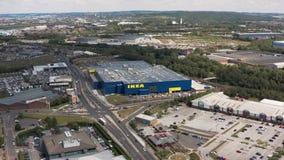 Шеффилд, Великобритания - 6-ое июня 2019: Воздушный отснятый видеоматериал нового магазина Ikea в Шеффилде сток-видео