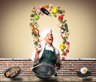 Шеф-повар жонглируя с овощами Стоковое Изображение RF