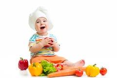 Шеф-повар малыша с здоровыми овощами еды Стоковые Изображения RF