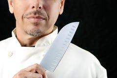 Шеф-повар показывает нож Стоковое Фото