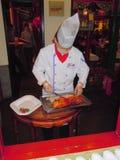Шеф-повар подготавливая утку Пекина Стоковые Изображения RF