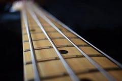 Шея гитары на черной предпосылке стоковая фотография rf