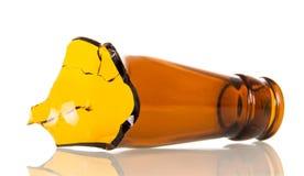 Шея стеклянной пивной бутылки изолированная на белой предпосылке Стоковое фото RF