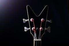 Шея черной гитары с пирофакелами Стоковые Фото