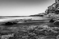 Шелковистые вода и скалы Стоковое Изображение