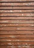 Шелушение краски Брайна на деревянном портрете siding Стоковые Изображения