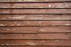 Шелушение краски Брайна на деревянном siding Стоковые Фото