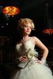 Шикарная девушка в платье венчания Стоковое Фото
