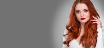 Шикарная девушка модели redhead Стоковое Изображение