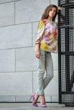 Шикарная девушка в красочной носке Стоковое Изображение