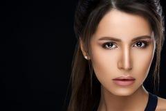 Шикарная женщина с совершенной кожей и состав после салона красоты стоковые изображения