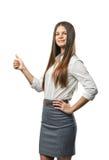 Шикарная маленькая девочка стоя и показывая большие пальцы руки вверх Стоковые Фото