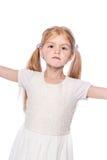 Шикарная маленькая девочка с серьезной стороной стоковые фотографии rf